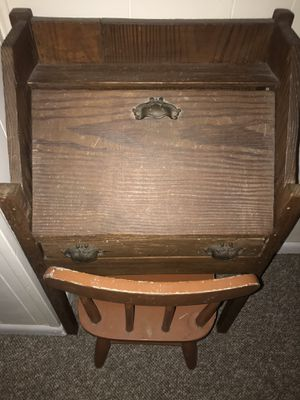 Antique Child's Desk and chair for Sale in Orlando, FL