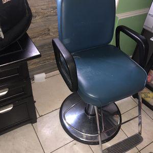 Salon Grade Stool for Sale in Mount Prospect, IL