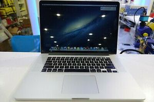 Apple Macbook Pro 15 inch 2013 256/8GB Core i7 2.4 GHz Used for Sale in Wichita, KS