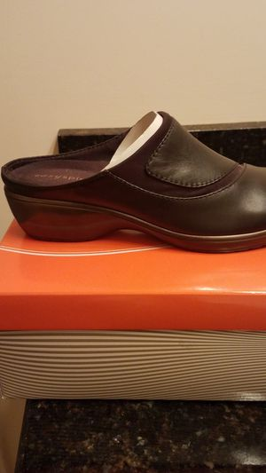 Easy spirit black leather clogs/mules for Sale in Murfreesboro, TN