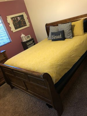 SOLID WOODEN QUEEN 3 PC. BEDROOM SET WITH MATTRESS & BOX SPRING INCLUDED!! for Sale in Nuevo, CA