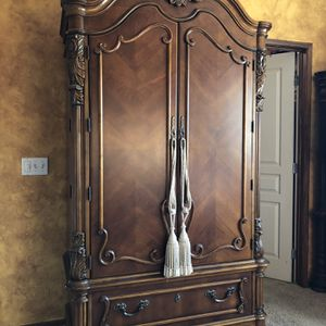 Pulaski King And Amoire Bedroom Set for Sale in Tulare, CA