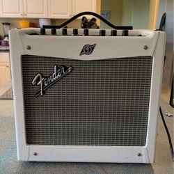 Fender Mustang I V.2 Snow White Limited Edition 20W 1x8 Guitar Combo Amp for Sale in Federal Way,  WA
