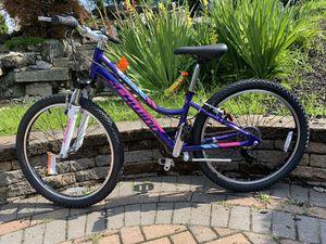 Schwinn mountain bike size wheel 24 aluminum frame 21 speed for Sale in Westbury, NY