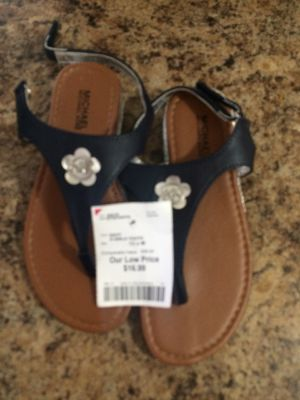 GIRLS YOUTH 13 x M .. NEVER WORE BRAND NEW. . MICHAEL KORS SANDALS for Sale in Cleveland, OH