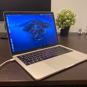 MACBOOK PRO 13' 2019 (MS OFFICE & ADOBE SUITE INCLUDED) for Sale in South Brunswick Township, NJ