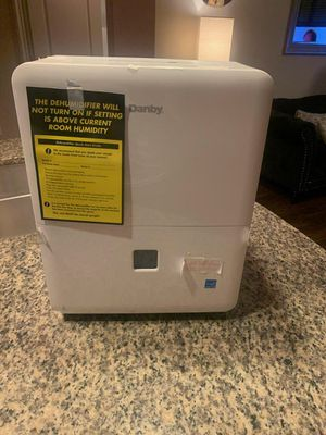 BRAND NEW HUMIDIFIER THAT'S GREAT FOR FAMILY GATHERINGS ! for Sale in Carol City, FL