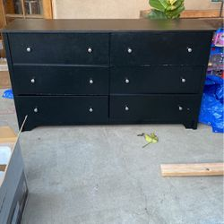 Free Black Dresser for Sale in Pico Rivera,  CA