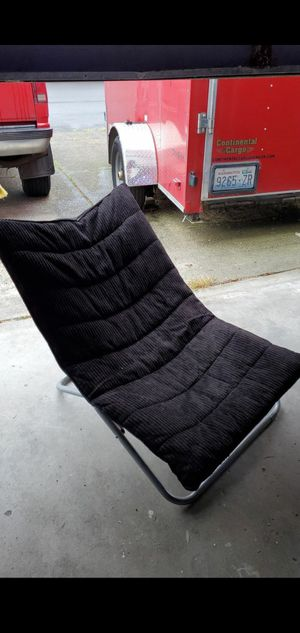 Black fold up chair $5 u pick up for Sale in Vancouver, WA