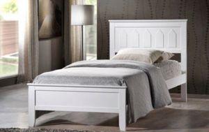 White Full size Wooden Platform Bed (Fully Slated) for Sale in Diamond Bar, CA