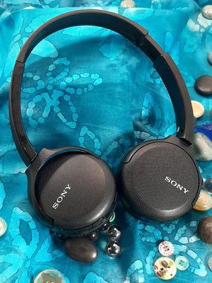 SONY BLUETOOTH HEADPHONES for Sale in Franklin, MA