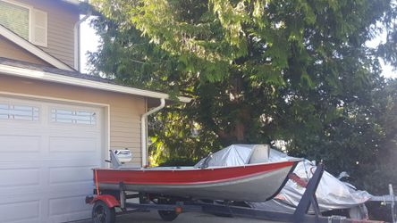 Aluminum 12 feet boat. 4hp evinrude engine. for Sale in Federal Way,  WA