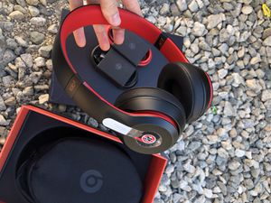 Beats Solo3 Wireless Headphones Defiant Black/Red Decade Collection On Ear USED has one torn( see last picture) for Sale in South El Monte, CA