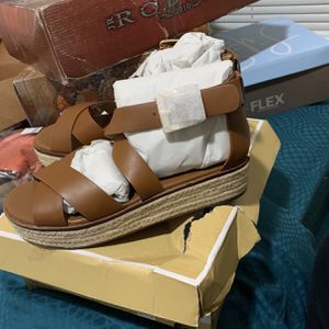 Michael Kors Darby Sandal Size 7 for Sale in Douglasville, GA
