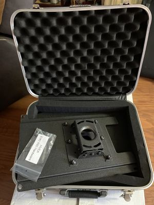 EIKI projector ceiling mounts + case MODEL LC-X80 for Sale in Dallas, TX