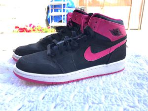 Woman's Jordan size 7Y for Sale in Los Angeles, CA