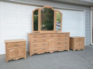 Ethan Allen French Country bedroom set Dresser with mirror and 2 nightstands for Sale in Duluth, GA