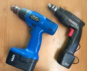 Cordless impact wrench with battery.No Charger. for Sale in Miami, FL