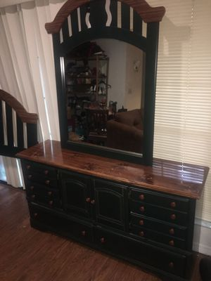 Dresser with Queen Headboard for Sale in Gainesville, FL