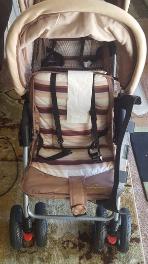 fodable twin baby double stroller for Sale in Baltimore, MD