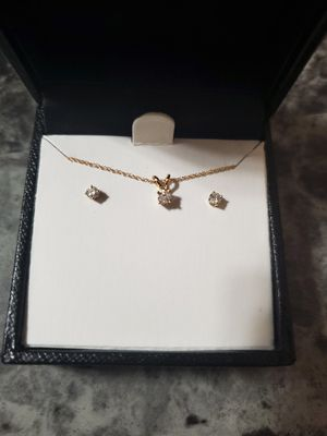 Round cut Diamond Pendant Necklace and Earrings set in 10K Yellow Gold 1/4ct for Sale in El Cajon, CA