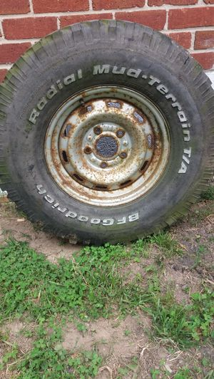 Tire 285/75 R16. Ring. 5holes for Sale in Adelphi, MD