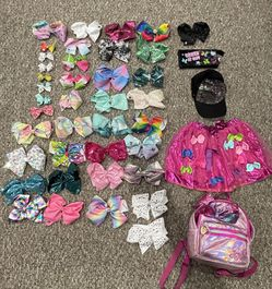 43 PIECES OF JOJO SIWA BOWS, Hat, Skirt And Backpack for Sale in Addison,  IL