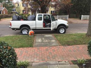 Toyota tacoma automática 4x4 for Sale in Washington, DC