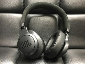 Jbl wireless Bluetooth headset for Sale in House Springs, MO