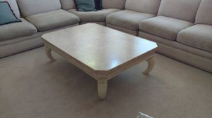 Coffee table (h18xw46xd26) for Sale in Denver, CO