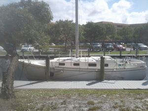 1977 Bayliner Buckner.. 30ft long .5ft draft.sleeps 4 for Sale in Fort Lauderdale, FL