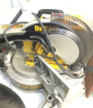 DEWALT METER SAW DW715 for Sale in Miami, FL