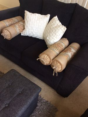 6 pillows like new no chipping no delivery for Sale in Irvine, CA