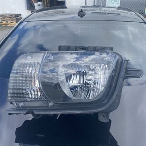chevrolet camaro driver headlight for Sale in Miami, FL
