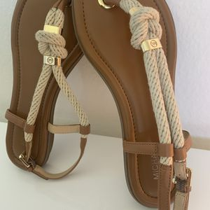 Michael Kors flat Sandals size 7. Excellent condition for Sale in Aliso Viejo, CA