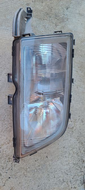 Mercedes Benz frond headlight Rigth side for Sale in Fontana, CA