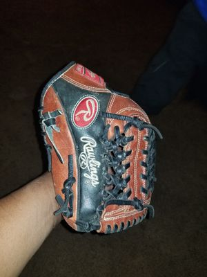 Baseball glove for Sale in Huntington Beach, CA