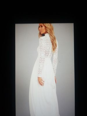Wedding dress size sm for Sale in North Kansas City, MO