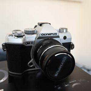 Olympus E-M5 Mark III Silver Like New Camera for Sale in Gardena, CA