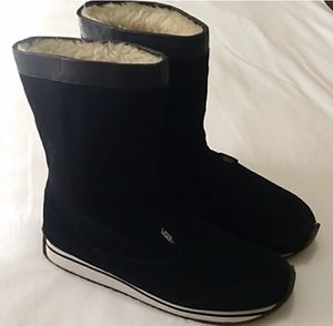 Women's VANS all leather fur lined winter boots 8 for Sale in San Jacinto, CA