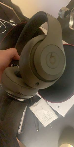 Beats Studio3 Wireless Noise Cancelling Over-Ear Headphones - Gray for Sale in Friendswood, TX