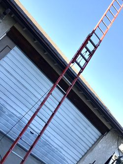 28' Werner Commercial Fiberglass Extension Ladder 300 Lbs Rated Hooks V Pole Bracket Escalera 28 Pies Feet Foot $240 In Ontario 91762 for Sale in La Mirada,  CA