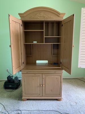 Bush Furniture Expandable Desk/Hutch for Sale in Scottsdale, AZ