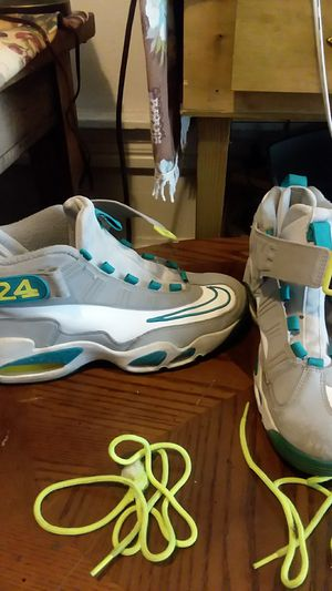 Griffey size 10 for Sale in Columbus, OH