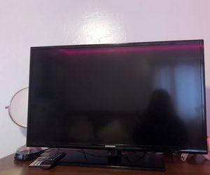 """Samsung 32"""" TV for Sale in Denver, CO"""