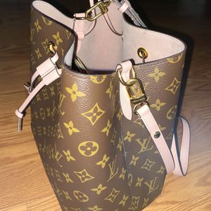 Authentic Louis Vuitton Monogram Purse for Sale in Benicia, CA