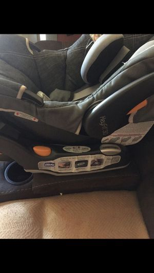 Baby car seat Chicco for Sale in Greensboro, NC