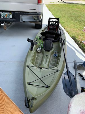 Lifetime tamarack angler 100 like new condition with anchor included ! for Sale in Kissimmee, FL