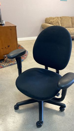 Rolling office chair for Sale in Phoenix, AZ