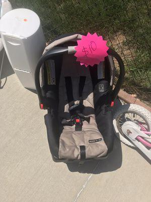 Car seat for Sale in Pontiac, MI